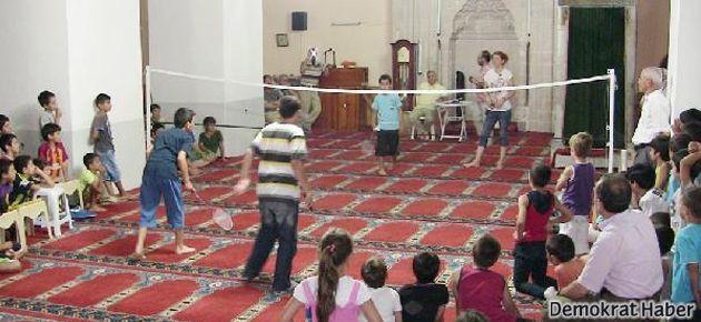 Milas'ta camilerde badminton eğitimi