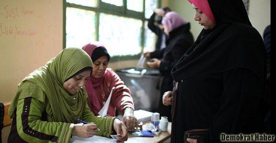 Mısır, Anayasa'ya 'evet' dedi