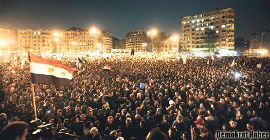 Mısır'da  eylemlere rağmen yeni anayasa kabul edildi