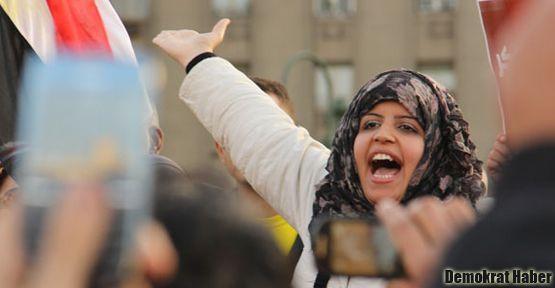 Mısır'da protestocu kadınlara 'toplu taciz'