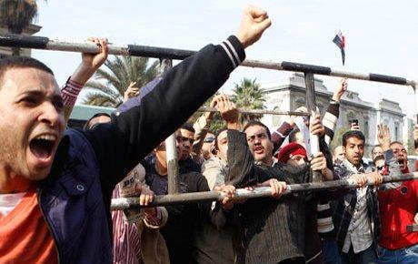 Mısır'da isyan giderek büyüyor
