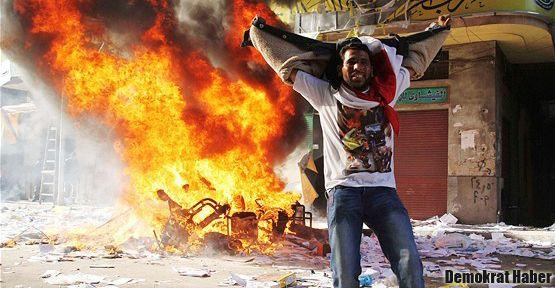 Mısır'da Müslüman Kardeşler binaları yakıldı