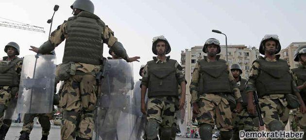 'Mısır'da ordu devrimin rolünü çalmaya çalışıyor'