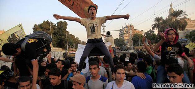 Mısır'da 'protesto yasası' protesto edildi