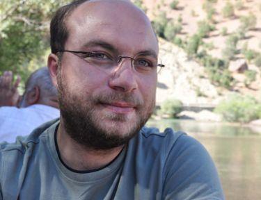 Muhabir Cem Emir'in cansız bedeni enkazdan çıkarıldı!