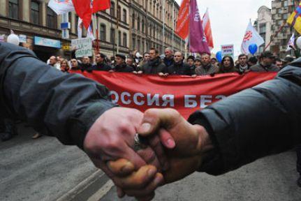Muhalefetten Kremlin'e beyaz kuşatma