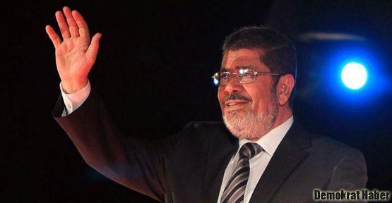 Muhammed Mursi'den herkese mavi boncuk