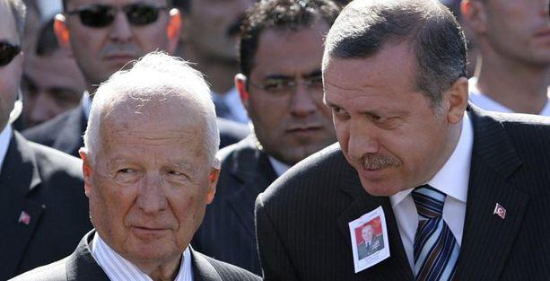 Murat Belge: Erdoğan, Kenan Evren'i de geçti