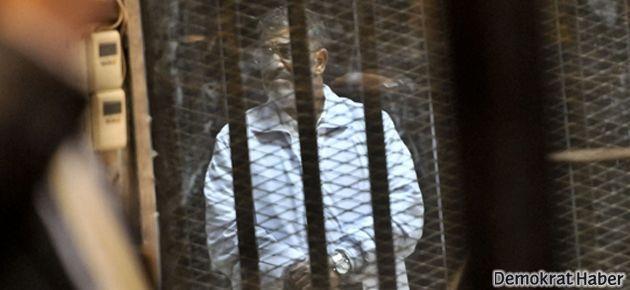 Mursi bir kez daha hakim karşısında