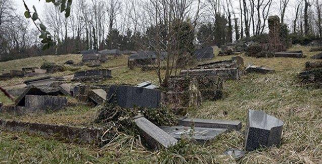 Musevilere ait mezarlığa saldırıldı