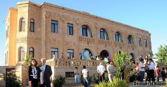 Nahit Katori taşıyla yapılan Turabdin Butik Oteli açıldı