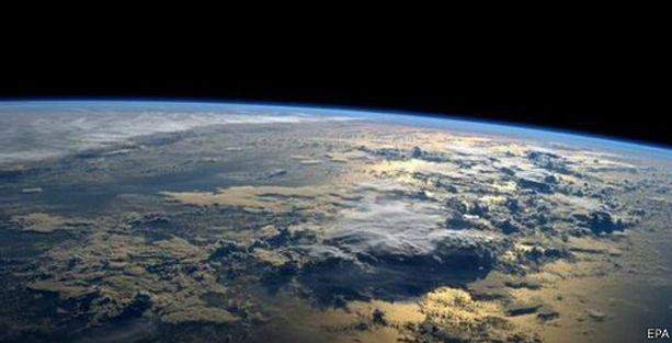 NASA: Göktaşı dünyaya teğet geçti