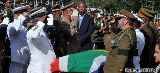 Nelson Mandela toprağa verildi