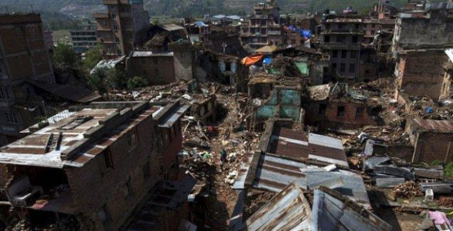 Nepal bu kez de 7.4 büyüklüğünde depremle sallandı