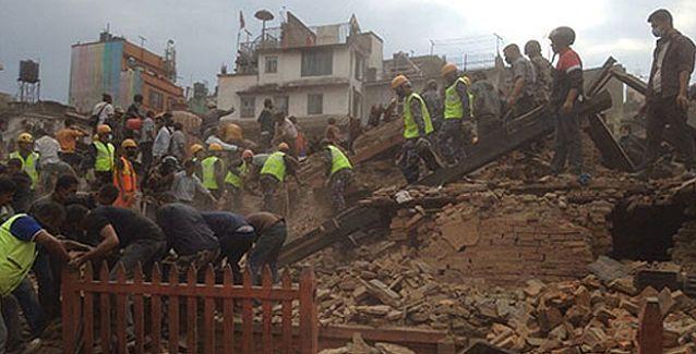 Nepal'de 7,9 büyüklüğünde deprem: Çok sayıda kişi hayatını kaybetti