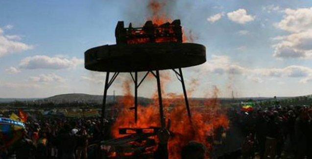 Newroz ateşi Suruç'tan Kobani'ye yükseldi