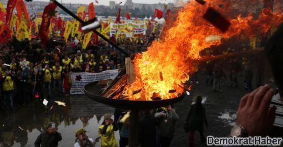 Newroz'da her yerde aynı çağrı: Barış!