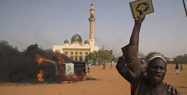 Nijer'de Charlie Hebdo protestoları: Kiliseler yakıldı