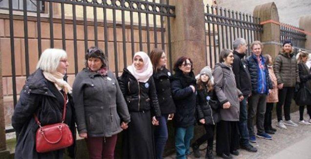 Norveç'te Müslümanlar sinagog etrafında etten duvar ördü