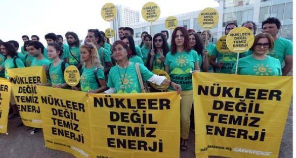 Nükleere karşı 250 bin imza teslim edildi