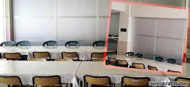 O okulda bu kez de yemekhane paravanla ayrıldı