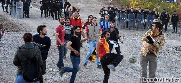 ODTÜ'de 'futbol borsada değil arsada güzel' eylemi