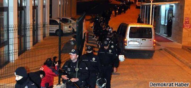 Öğrenci yurdunda binlerce polisle arama