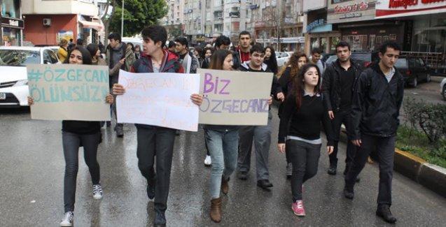 Öğrenciler Özgecan için yürüdü