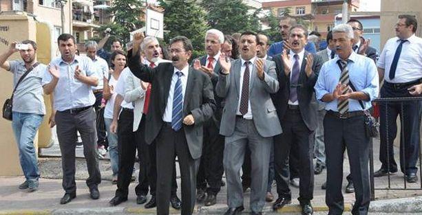 Okul müdürlerinden atama protestosu