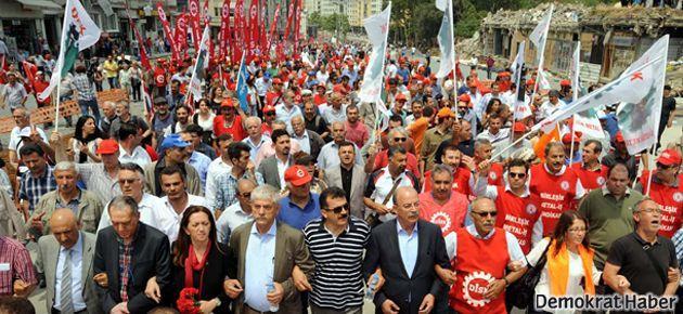 On binlerce emekçi Taksim'e yürüdü