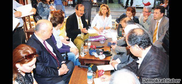 Oran: İzmirli kızları bluzlu gören de İzmir'i liberal sanır