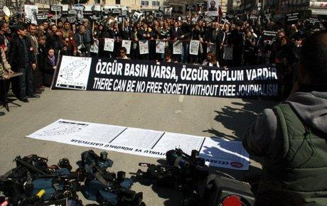 'Özgür basın varsa özgür toplum var'