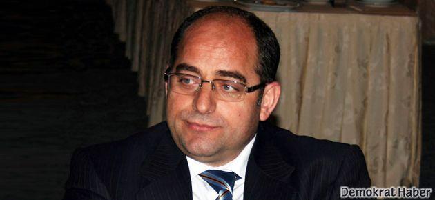 Öz'ün odasındaki gazeteciler arasında dört polis çıktı