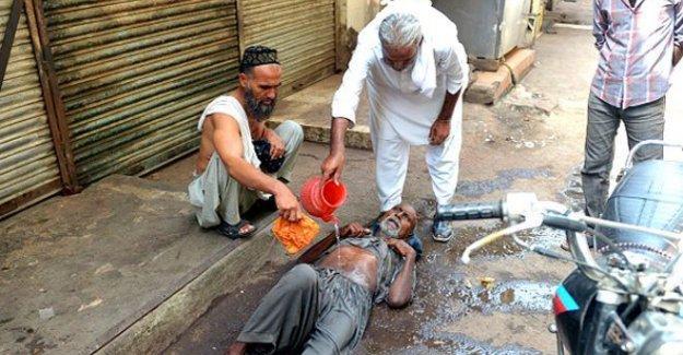 Pakistan'da aşırı sıcaklardan ölenlerin sayısı 700'e yaklaştı