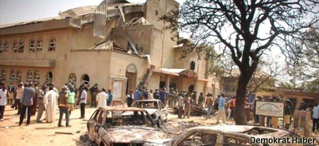 Pakistan'da kiliseye intihar saldırısı: 40 ölü