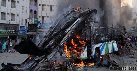 Pakistan'da Şii'lere saldırı: 64 ölü