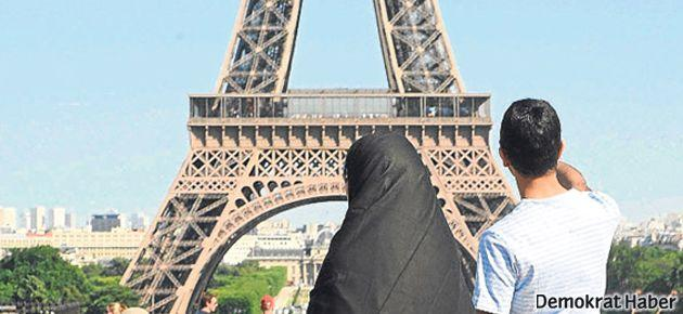 Paris'te polisin burka baskısı karakol bastırttı
