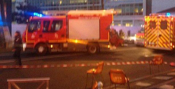 Paris'te yine saldırı: Bir polis hayatını kaybetti