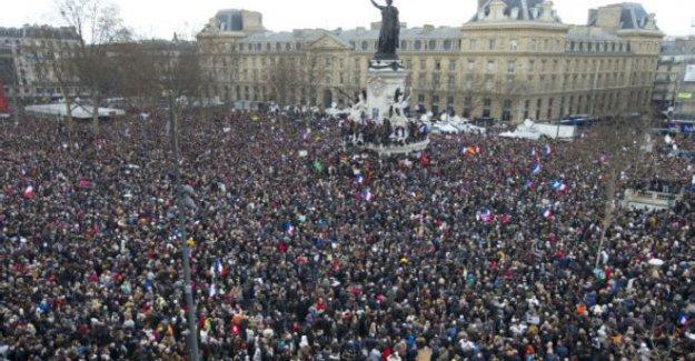 Paris'te yüz binler 'Birlik yürüyüşü'nde