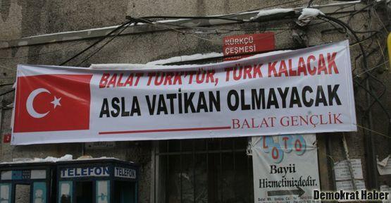 Patrikhane yakınına 'Balat Türk'tür' pankartı!