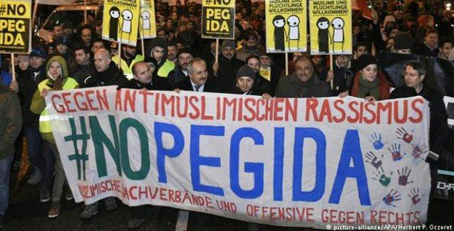 Pegida karşıtları, Viyana'da Pegida'yı 'bastırdı'