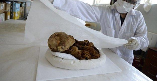 Peru'da bin yıllık mumyalanmış bebek bulundu