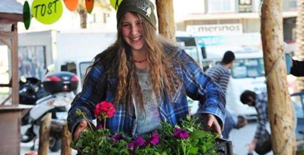 PKK'ye katılan 'Kırmızı fularlı kız'ın Facebook sayfası hacklendi