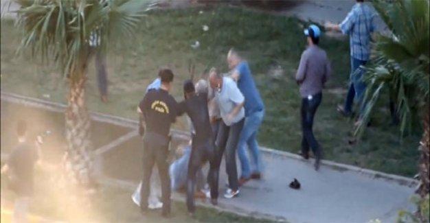 Polis dayağına savunma: Cop, polisin 'hizmet aracı'
