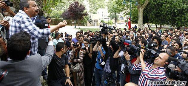 Polis Gezi'ye girdi, Sırrı Süreyya yine geldi