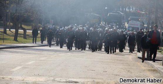 Polis: Kızınız daha kadın olmadan 8 Mart'a katılıyor