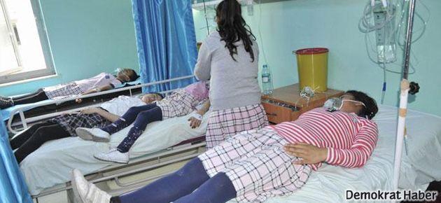 Polis okula gaz bombası attı, 12 çocuk hastanelik oldu