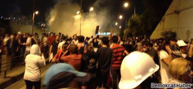 Polis Taksim' e girişleri engellemek için saldırıyor