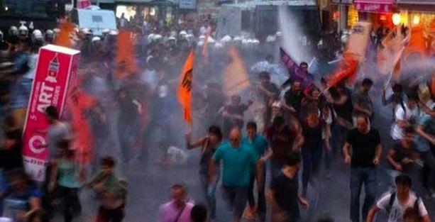 Taksim'de Halkevi üyelerine TOMA'lı saldırı