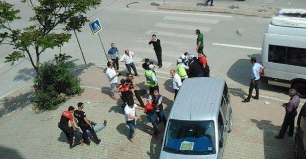 Polisler HDP broşürlerini görünce Kürt aileyi darp etti